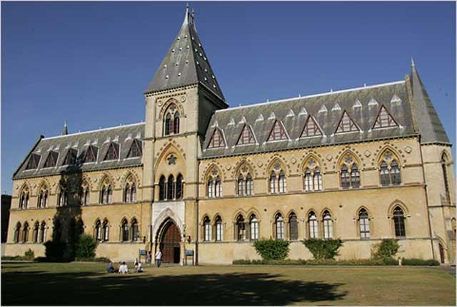 با دانشگاه آکسفورد ستاره درخشان کشور انگلستان آشنا شوید- آیا رژیم ضد فرهنگ ایران تا کنون توانسته یک دانشگاه نیمه آبکی درست کند.