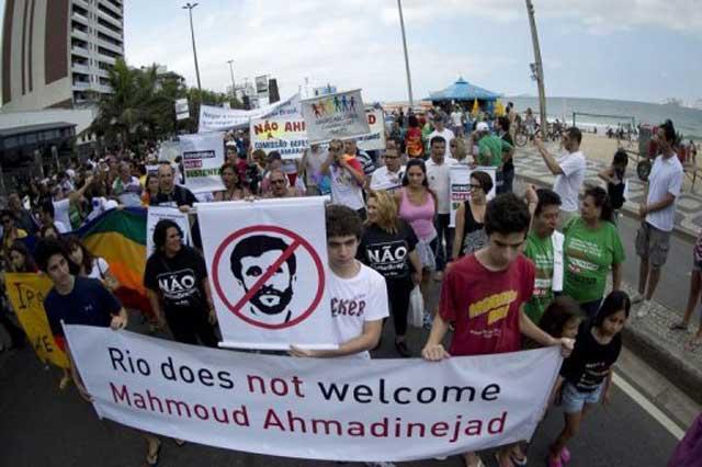 احمدی نژاد چهره نا مطلوبی که بیرون از ایران او دلقک، لات و متجاوز، و دهان گشاد بی نمطق به شمار می آورند.