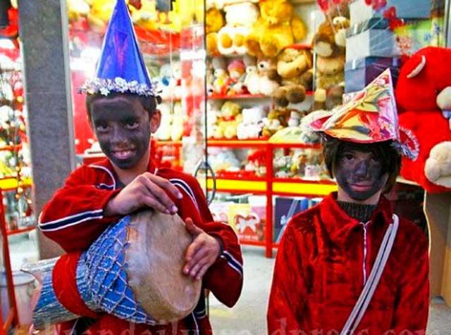 two-kids-dress-up-iran