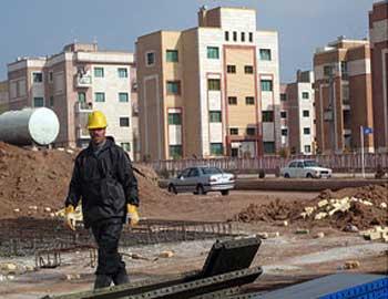 هنگامی که خزانه مملکت غارت شده و در ونزوئلا خانه سازی می شود، جوانان ایران بدون خانه، مسکن، و درآمدی قادر به ازدواج و تشکیل خانواده نیستند، و به افسردگی و اعتیاد پی می برند.