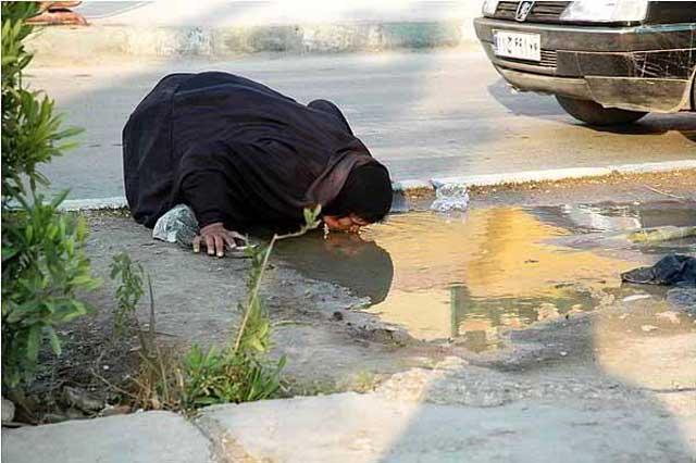 به راستی چرا باید خدای خیالی ات پاسخ دعا های بچه گانه تو را داده و برنامه مخصوص زندگی ات را تغییر دهد ولی گوشش به درخواست های میلیون ها میلیون انسان فقیر و درمانده بدهکار نیست؟ چرا گمان می کنی که تو خیلی بهتر و خاص تر از این پیرزن فقیر نزد خدای خیالی ات هستی؟! خدایت را رها کن و به دامن انسانیت چنگ بیانداز.
