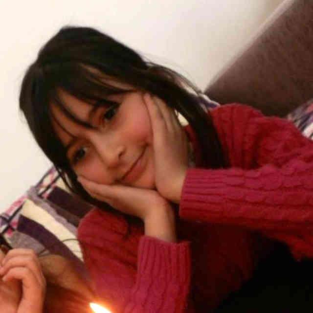 این فرتور را حامد فلامرزی از ترکیه برای سیروس پارسا فرستاده و گویا این دخترک بینوا، همان کودک بینوایی است که به دست پدرش در ترکیه به قتل رسیده! فشارهای عصبی پناهجویان بسیار زیاد و گاهن خارج از کنترل اند.