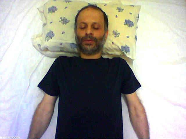 اکبر گنجی نیز یک دوره اعتصاب غذای طولانی را پشت سر گذاشت اما همانطور که می دانید، همچنان سرباز مطیع حکومت اسلامی است؛ اعتصاب غذا کردن به معنای شرف و انسانیت داشتن نیست!