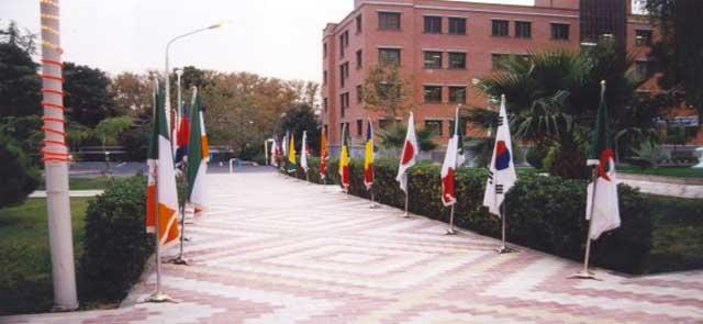 ساختمان بزرگ انستیتو پاستور تهران مرکز تحقیقات میکروبایولوژی، تحقیق و تهیه سرم های پیشگیری و درمانی. جایی که درآن خدمات ارزنده ای به وسیله زنان و مردان کشورمان انجام گرفته است.