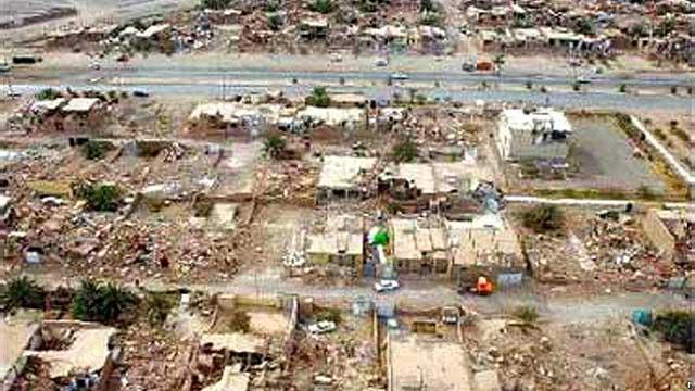 این فرتور هوایی از بالا صحنه های دلخراش زمین لرزه بوشهر، کشتار و سرگردانی مردم و ویرانی خانه ها را نشان می دهد.