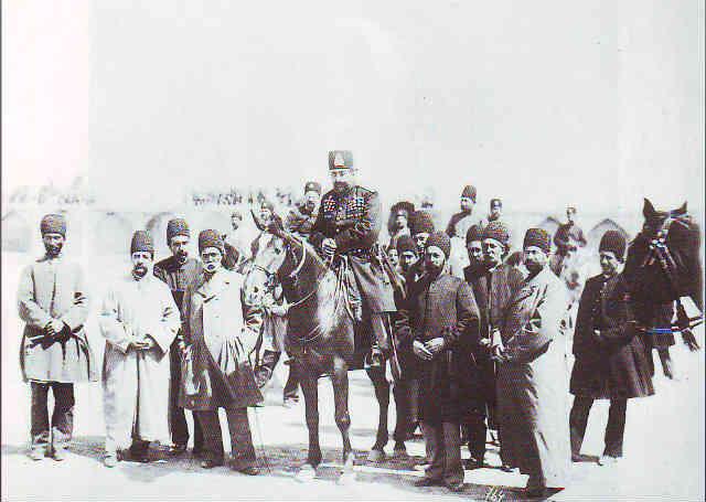 مظفرالدین شاه، به ناچار فرمان مشروطیت را امضا کرد و تاریخ سیاسی ایران وارد زمان تازه ای شد!