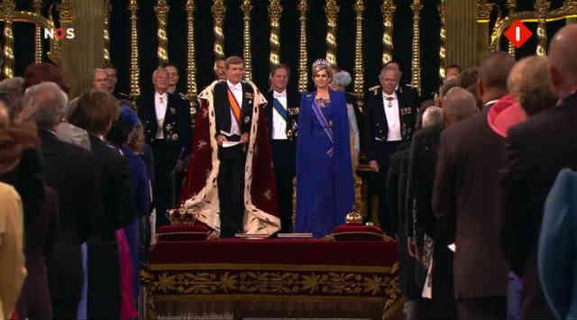 فرتور خانواده سلطنتی هلند را نشان می دهد، کشور هلند نیز با سیستم پادشاهی مشروطه اداره می شود.