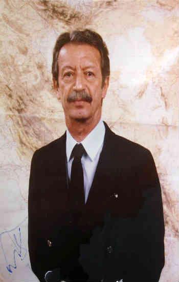 شاپور بختیار، قهرمان ملی ایرانیان، نخست به دنبال برقراری حکومت پادشاهی مشروطه بود اما پس از انقلاب ننگین اسلامی، خود را یک جمهوری خواه سوسیال دموکرات می دانست.