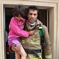 در کشور آخوند و مصیبت زده ما، مأمور آتش نشانی به کام مرگ می رود تا کودکی از مرگ نجات یابد