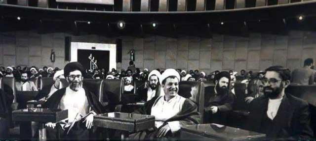 خامنه ای، رفسنجانی و موسوی، فرزندان نا مشروع خمینی و بنیان گذاران رژیم اسلامی، در کنار هم در مجلس ضد ملی دیده می شوند.