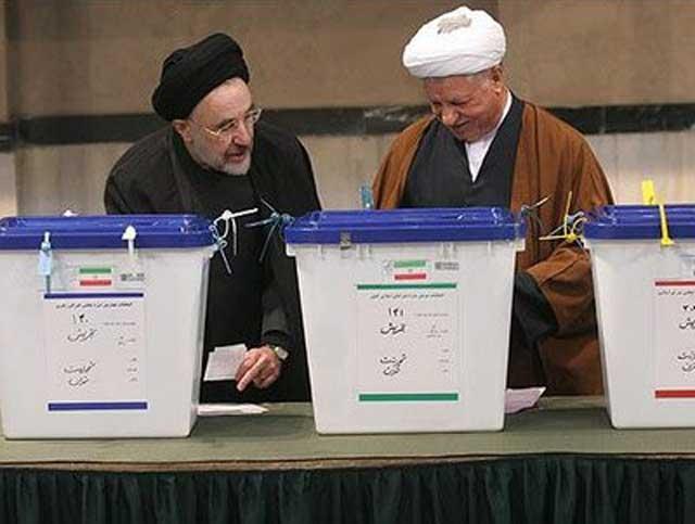 رفنجانی و خاتمی دو چهره زشت و نازیبایی که در تاریخ ایران در آینده به نفرت از آنان یاد خواهد شد. خیانت این دو، به رژیم دوام بخشید، و مملکت ما را به ویرانی کشاند و جوانان ما را به کشتن داد.