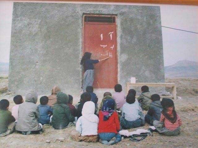 این نمونه مدرسه ای است که رژیم کشتارگر ایران برای نوجوانان آماده کرده است. از آخوند چپاولگر انتظار بهتری نمی توان داشت.
