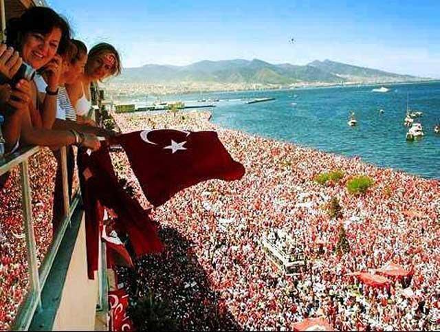 به مردم دلیر و دلاور ترکیه که تسلیم رژیم اسلامی خواه خود نشدند، و کار ضد ملی آن را تحمل کردند، باید هزاران آفرین گفت و به آنان درود فرستاد. ایکاش ما هم کمی جلوزه و دلاوری ترکها را داشتیم و تن به بردگی آخوند بی فرهنگ و ضد مردمی نمی دادیم