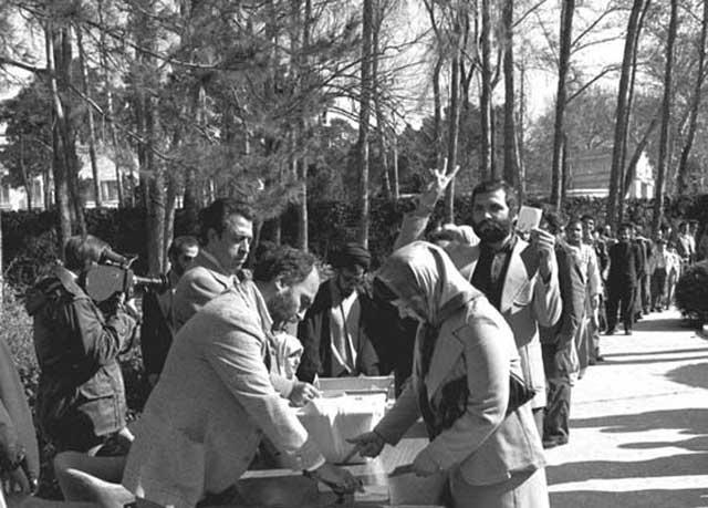 همه پرسی فروردین ۱۳۵۸، بزرگترین کلاهبرداری و ترفند آخوند علیه ایران بود. مردم پاکدل و بینوا که دوران دیکتاتوری را به خوبی لمس می کردند، در دام آخوند شیادی بنام خمینی افتادند و سند بردگی خود را با دست خود امضاء کردند. اگر ولی فقیه یک جو شرف، و انسانیت داشت، اجازه می داد تا یکبار دیگر آزادانه مردم در یک همه پرسی شرکت کنند. آنوقت مشخص می شد که حکومت ۳۵ ساله آنان چگونه با دیکتاتوری فاشیستی مذهبی همراه بوده است!.