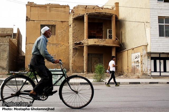 ۳۳ سال از آزاد سازی خرمشهر می گذرد ولی خرمشهر کماکان همان ویرانه است. زیرا بودجه باز سازی خرمشهر به غزه و لبنان و فلسطین و سوریه فرستاده شده است!.