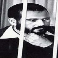 خالد اسلامبولی جنایت کاری از فرقه آدم کش اخوان المسلمین کی که در سال ۱۹۸۱ انور سادات را به قتل رسانید. مادر این قاتل گفته بود که به وجود پسرش جانی و آدم کشش افتخار می کند. رژیم همیشه جنایتکار ایران، نام این آدم کش ضد ملی و ضد مردمی را بر یکی از خیابان های ایران گذاشته است. شرم بر این رژیم، و افسوس بر هم میهنانی که در ان خیابا ن زندگی می کنند و تا کنون واکنشی نشان نداده اند.