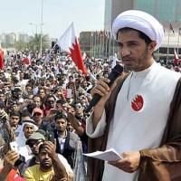آخوندکی در بحرین که احتمالن فرستاده رژیم اسلامی است، مردم را علیه حکومت آنجا تحریک میکند. گرچه حکومت بحرین هم دموکراسی و مردمی نیست ولی هزاران شرف دارد به رژیم جهنمی اسلامی که خون مردم را توی شیشه کرده و غارتگر است.