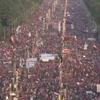 دیروز و امروز مردم مصر به پاخاستند تا افسار به گردن دیکتاتور خودکامه اسلامی بیاندازند و او را از قدرت پایین آورند.