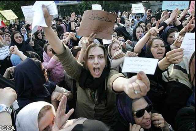 این فریاد ابر زنان دلیر و بیباک وطن است که زیر بار آخوند متجاوز نمی روند و صدای اعتراض خود را به گوش جهانیان می رسانند.