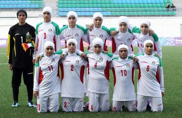 دختران محروم و معصوم ایرانی در زیر لحاف و تشکی بنام حجاب اسلامی چگونه می توانند در میدان های ورزشی از خود فعالیت نشان دهند.
