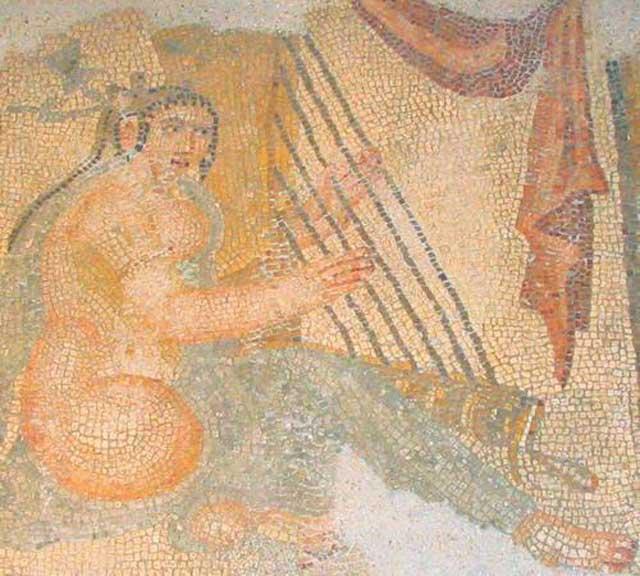 هنر موسیقی و شعر در ایران باستان از همان دوران هخامنشیان در ایران معمول بوده است.وجود قطعات مسجَّع و منظومی در ریگ ودا و اوستا، دو اثر دینی و ادبی کهن آریای هند و ایران و موسیقی و رقص رایج در میان هندیان که از تشریفات مذهبی آنان بوده است، بخوبی وجود و اهمیت این هنر را در قبائل آریائی نمودار میسازد...