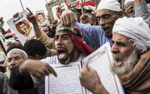 اینهم طرفداران محمد مرسی و اسلام راستین که به دنبال حکومت جهل و جنایت اخوان المسلمین اند، و اعتراض ۳۳ میلیون مردم را نادیده می گیرند.