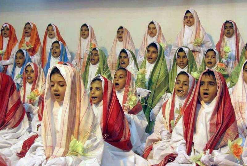 این کودکان معصوم و پاک اسیر دیوان و دکانداران اسلامند. مهم نیست از آن چه کشوری باشند، مهم آنست که خرد گرایی و اندیشیدن را از آنان می گیرند. به طوری که در بزرگی هرکدام مانند بسیجی ها و فاطمه کماندوهای کشورمان دنباله رو آخوندند و به جان مردم می افتند و با زنان فرهیخته و با فرهنگ جامعه گلاویز می شوند. نهایت پیشرفت آنان، مزدوری رژیم اسلامی و یا دکانداران دین است.