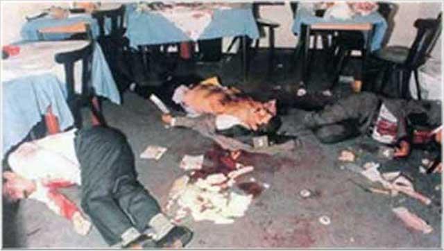 این قتلگاه میکونوس می باشد. آخر رژیم اسلامی عاشق کشت و کشتار است، و همواره خون می طلبد. از وقتی این رژیم روی کار آمد، هر ماه و هر سال، به دلیلی و بهانه ای، خون انسان های فرهیخته و بزرگوار را بر زمین ریخت. نخست جنگ با عراق را آغاز کرد، سپس جوانان را در زندان ها کشت، و بعد کشتار بزرگانی چون صادق شرفکندی و ۵ نفر دیگر در رستوران میکونوس، ویا کشتن فریدون فرخ زاد و..