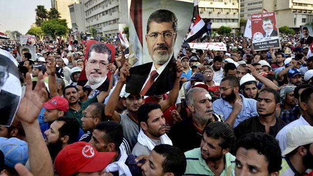 رهبران گروه تروریستی اخوان المسلمین اعتراض ۳۳ میلیون مردم مصر را نادیده گرفته  و هواداران خود را به مبارزه مسلحانه علیه اکثریت مردم که با سیاست خودکامگی آنها مخلف بودند وادشتند. آینده بسیار تیره و تاری که برای مصر پیش بینی می شود. همانگونه که آخوندهای جنایتکار کشور ما را به خون و آتش  کشیدند.