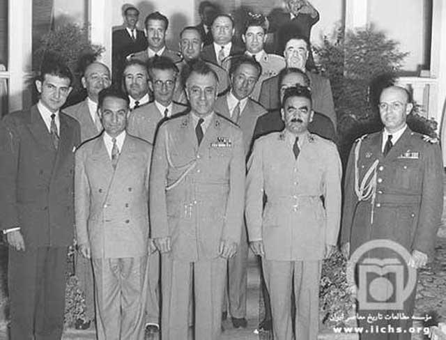 شماری از عاملین کودتاچی در ایران در این تصویر دیده می شوند. آنان عبارتند از : اردشیر زاهدی، عباس فرزانگان، فضل الله زاهدی، نادر باتمانقلیچ، هدایت الله گیلانشاه، نعمت الله ناصری.