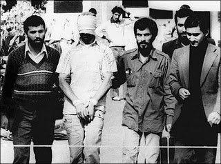 ۵۲ گروگان خمینی به مدت ۴۴۴ روز با پیامد های ناگوار آن برای کشورمان و دیگر کشورها. آمریکا کارهای تروریستی ایران را بارها دید و تجربه نمود ولی برای آن که با ایران به خاطر منافعش رابطه سیاسی داشته باشد، مسئولین آن چشمان خود را بستند و نادیده گرفتند.