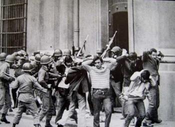 کودتای نظامی در شیلی در  ۱۱ سپتامبر ۱۹۷۳، انجام گرفت که پیامد آنکشته شدن بیش از ۳۰۰۰ نفر و دستگیر و ناپدید شدنگروه بیشمار دیگر.
