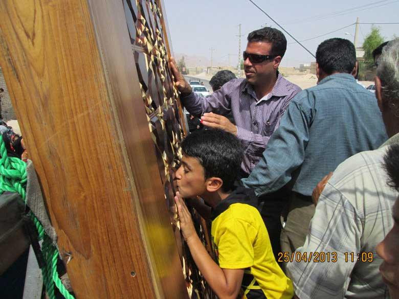 اما امروز.... امروز ما زار زار برای درب مرقد عربی نا شناس پس از 14 سده گریه می کنیم.
