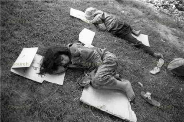 کودکانِ خیابان، کودکانِ ماتم و اندوه، غم های شان را در آغوش گرفته و روی تکه کارتنی به خواب رفته اند! این خواب کجا و خواب آقا زادگان در اتاق خواب های آنچنانی شان کجا؟  _ سیروس پارسا