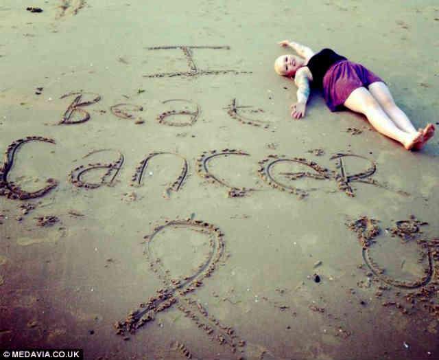 این خانم جوان 22 ساله، به کمک پیام های دلگرم کننده دوستانش در فیسبوک، توانست سرطان را از پای در آورد.  سیروس پارسا