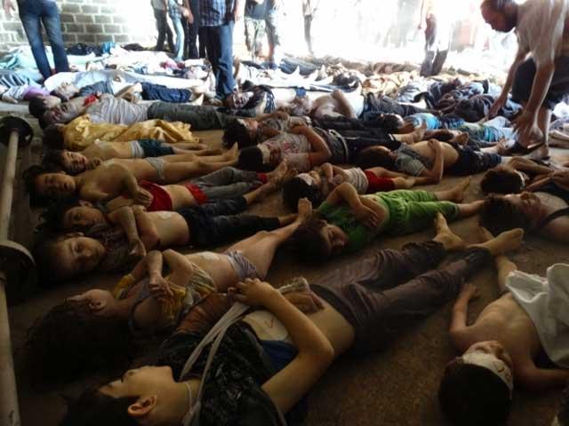 یکی دیگر از کشتارهای بمب شیمیایی بشار اسد- خامنه ای. کشتاری که پس از گذشت بشار اسد از دهها خط قرمز فرضی اوباما صورت گرفته است. حال باید دید با عبور از خط قرمزهای دیگر، چه جنایات تازه ای در سوریه انجام می گیرد!.اصولا دولت ها و حاکمین با هدف ایجاد امنیت و رفاه برای مردمشان، تشکیل می شوند. حال اگر هر حکومت و دولتی بخواهد برای تنها حفظ خود، مردمش را از بین ببرد، قاعدتا هیچگونه مشروعیتی نخواهد داشت. این حقیقت روشنی است که بایستی به قوانین جهانی حقوق بشر در سازمان ملل اضافه شود. در مورد حکومت دیکتاتوری سوریه که از ژانویه ۲۰۱۱ اقدام به قتل عام مردم و حتی کودکان کرده است، منصفانه تر خواهد بود که بگوییم؛ از همان ابتدا از خط قرمز گذشته است.