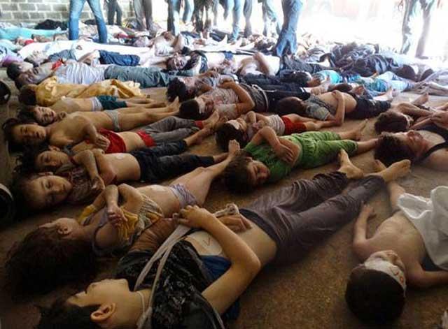منظره دلخراش دیگری از قربانیان کشتار شیمیایی در سوریه که از خودکامگی بشار اسد نتیجه شده است.