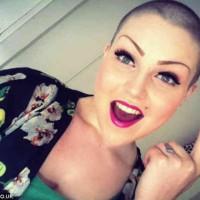 دُختری جوان به کمک دوستانِ فیسبوکش، سرطان را به زانو درآورد!