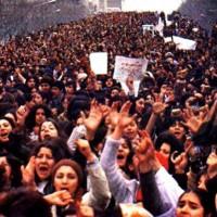 این کمپین زنان ایران در باره حجاب اجباری است. آنان از حق خود دفاع کرده و می کنند که اختیار پوشش خود را به عنوان قانون انسانیت خودشان دارند و به کسی مربوط نیست. ولی علی مطهری یک آخوند زاده که کمترین سواد اجتماعی را ندارد و از اخلاق و منش انسانیت به دور است، همان افکار خمیده را دارد که خمینی و پدرش پیشاهنگ آن بودند.