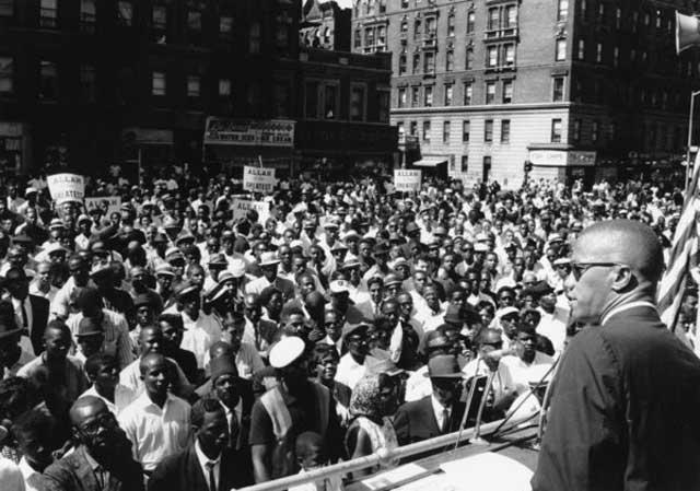 او در راه نشر پیامهاى سازمان ملت اسلامى از روزنامه، رادیو و تلویزیون حداکثر بهره را مىبرد و موفق شد شمار اعضاى سازمان را از ۵۰۰ نفر در سال ۱۹۵۲ به ۳۰ هزار نفر در سال ۱۹۶۳ افزایش داد. هدف بلندی که مالکوم ایکس را در زندگی به دنبال خود میکشید، چیزی نبود جز مبارزه با بردهداریِ نُوین در آمریکا.