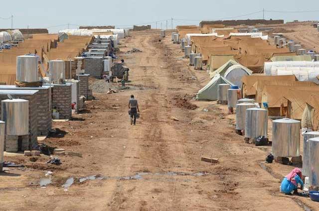 این اتوبان و یا خیابان جدید نیست. این کمپ پناهندگان سوری است که برای هرچند خانواده منبع آبی ساخته اند تا آوارگان به زندگی دردآور خود بسوزند و بسازند. اینها نتیجه همکاری خامنه ای و بشار اسد از خط های قرمز گوناگون اوباما است.