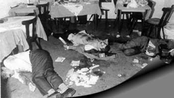 یکی از بزرگترین جنایت های رژیم اسلامی قتل های زنجیره ای یعنی به خاک و خون کشیدن نویسندگان و هنرمندان و سیاستمداران است. خمینی در خون هریک از این جانباختگان شریک است.