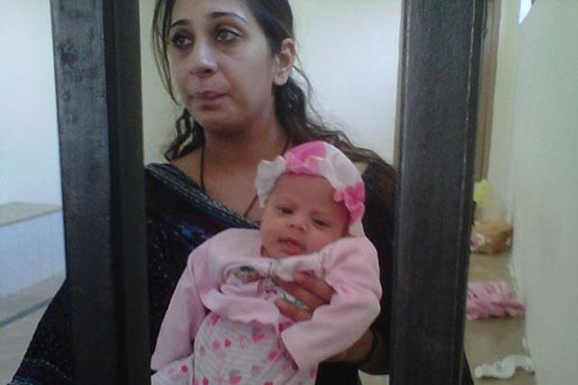 خدیجه شاه، بانوی انگلیسی پاکستانی تبار به جرم قاچاق هرویین از پاکستان به انگلیس، هم اکنون با کودک نوزاد خود در زندان پاکستان به سر می برد و از کمک های بیدریغ دولت و مقامات انگلیس برخوردار است.