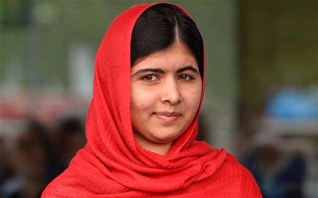 ملاله یوسف زای که بر اثر گلوله های مزدوران طالبان آش و لاش شده بود، مدتها با مرگ و زندگی دست به گریبان بود که خوشبختانه از مرگ نجات یافت تا باردیگر به مبارزه با زن ستیزی طالبان بپردازد.