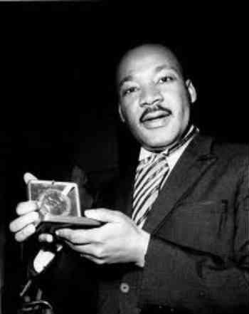 مارتین لوتر کینگ جوان ترین فردی است که تا کنون جایزه صلح نوبل را برده است.  _ سیروس پارسا _