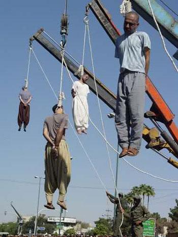 در این جا شماری انسان بی زبان و بدون هیچگونه حامی و پشتیبانی اعم از ایرانی و افغانی به اتهام قاچاق اعدام می کنند، در حالی که ایران خود بزرگترین مرکز قاچاق و نگهداری مواد مخدر در جهان است.
