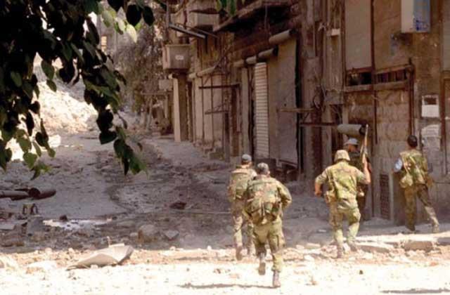 این تصویر یک نمونه از حمله نظامی آمریکا در عراق و تخریب و ویرانی آن کشور را نشان می دهد. نمونه این حمله ها  در  کشورهای گوناگون دیده شده است.