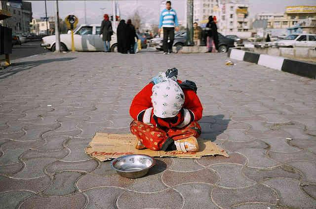 وقتی که تا خرخره در گرفتاری و درماندگی فرو رفته ایم، وقتی کودکان بینوای این سرزمین برای زنده ماندن به گدایی روی آورده اند، سخن گفتن از تاریخ درخشان ایران، امری بیهوده و همچون مسکنی برای آرام کردن درد است و نه راهِ حل!  _ سیروس پارسا _
