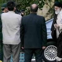 بخش عمده ای از ثروت ایرانیان، بدون هیچ نظارتی در اختیار خامنه ای است!