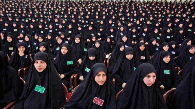 فرآورده و محصول اسلام تربیت شده در مکتب آخوند را نگاه کنید. زیرا نتیجه وسوسه و آموزش آخوند در کشورمان این است. هزاران دختر جوان و چشم و گوش بسته را در خرافات و پس ماندگی های دینی فرو برده اند، تا همگی به عنوان کنیز و کلفت در اختیار آخوند ۵ تومانی و آخوندهای مزدور دیگر باشند. آیا با این زهرپاشی و گمراه کردن جوانان، به ویژه دختران، می توان به آزادی و دموکراسی ایران امیدی داشت؟!.